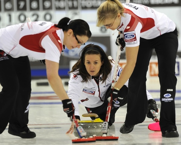 Heather Nedohin with sweepers Jessica Mair and Laine Peters (Photo Andrew Klaver)