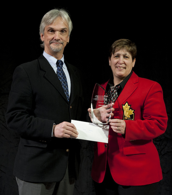 Paul Wiecek, Canadian Curling Reporters president, accepts Scotty Harper Award from CCA governor Marilyn Neily on behalf of winner Bob Weeks. (Photo, CCA/Michael Burns)