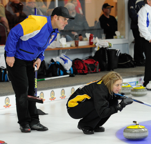 New Brunswick skip Sylvie Robichaud, right, guides her sweepers, as Alberta skip Darren Moulding looks on. (Photo, CCA/Claudette Bockstael, Studio C Photography)