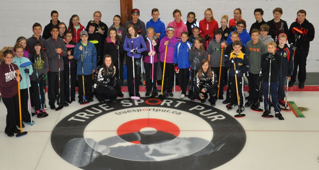Members of the Ottawa Youth Curling League pose with Emma Miskew and Rachel Homan after a skills clinic (Photo Joe Pavia)