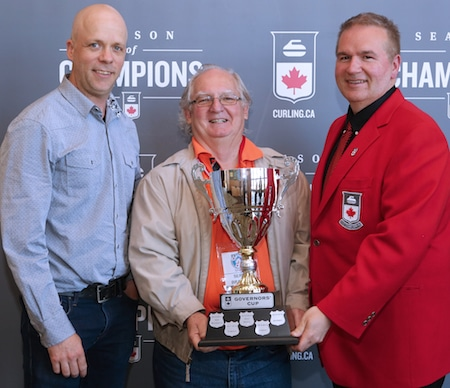 Marc-André Robitaille, left, and Serge Brazeau, middle, of Curling Quebec accept the Governors' Cup from Curling Canada Board of Governors 2015-16 Chair Hugh Avery. (Photo, Curling Canada/Neil Valois)