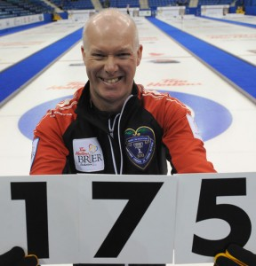 """Glenn Howard of Team Ontario holds up """"175"""", the record-breaking number of games played at a Brier. (Photo: CCA/Michael Burns Photography)"""