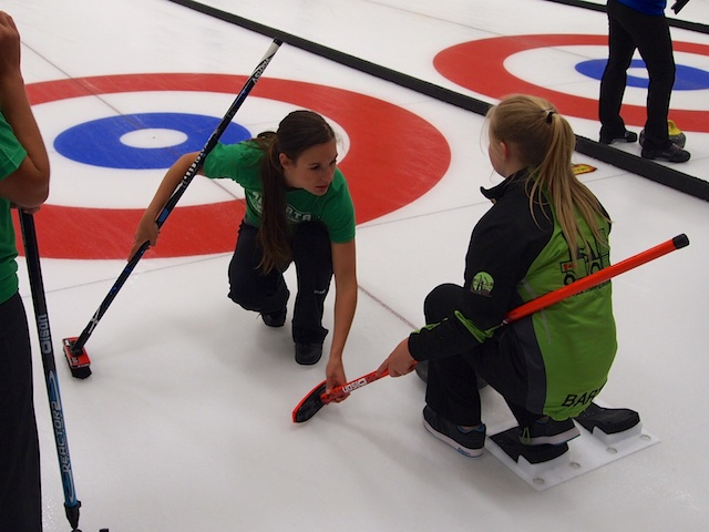 Rachel Pidherny helps Team Green with their sliding positions. (Photo by Lisa Shamchuk)