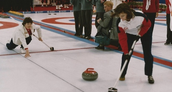 Former CLCA president and CCA Hall of Fame member Marilyn Barraclough throws the ceremonial first rock while Calgary Olympic gold-medallist Linda Moore sweeps at the 1989 Scotties in Kelowna (Photo courtesy Kim Perkins)
