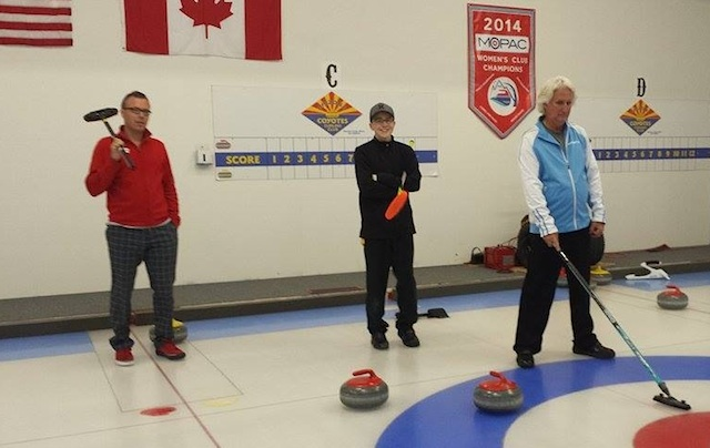 Dustin Mikush skips a friendly game in the regular Friday Night League at the Coyotes Curling Club in Tempe, Ariz. Yes, that's a Canadian flag on the wall behind him, thanks to the many Canadian ex-pats who are are members of the Arizona club. (Photo courtesy D. Mikush)