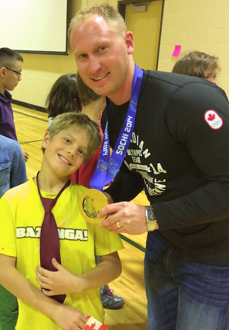 Brad Jacobs poses with a student at St. Anthony's School in Calgary. (Photo: CCA)